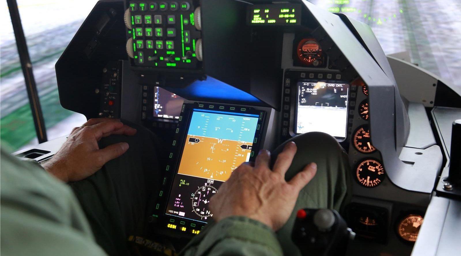 F-16V飞行模拟器首次公开,座舱一览无余,战机2026年完成交付
