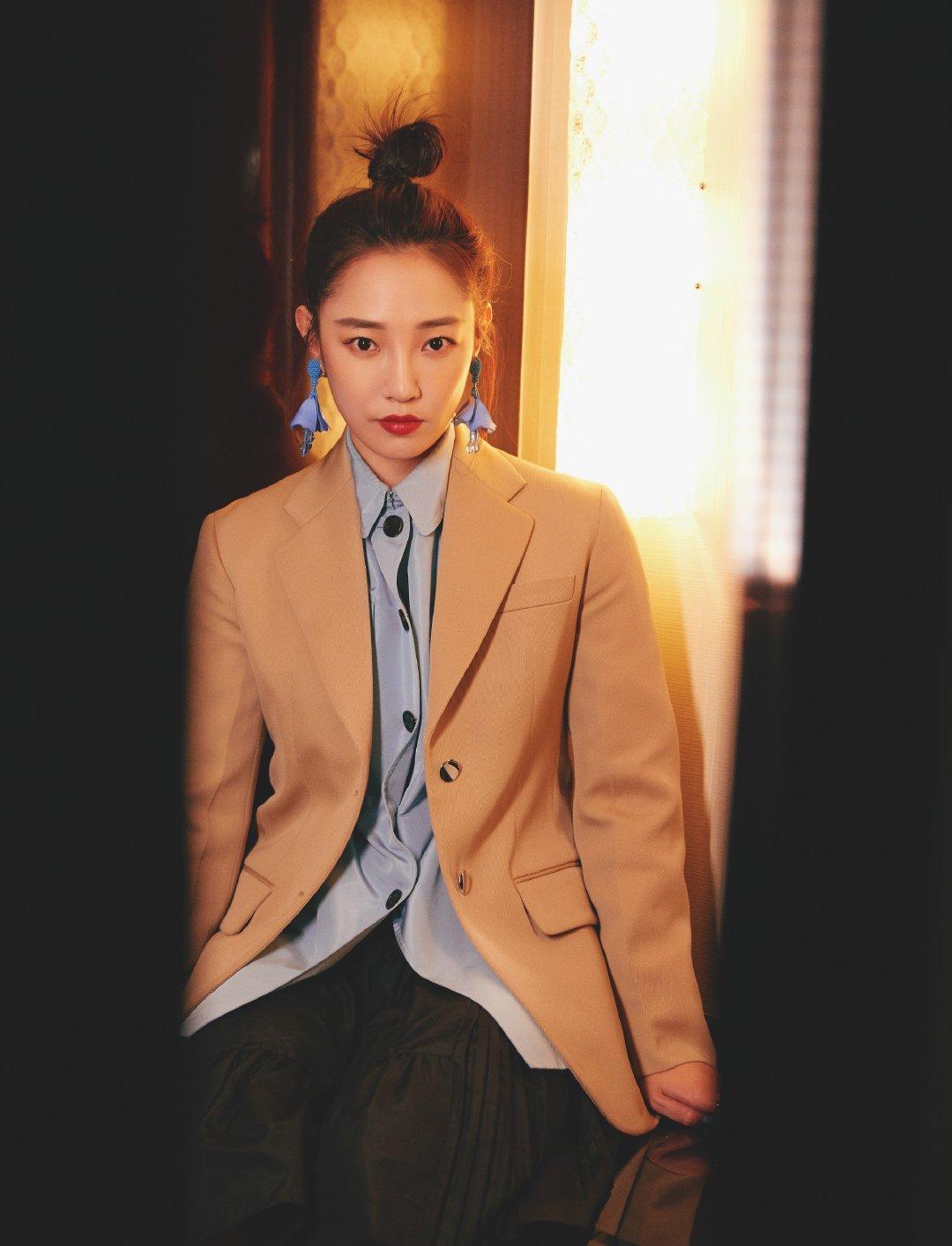 白百何出席中国文联2020年春节联欢晚会一套搭配均来自Prada