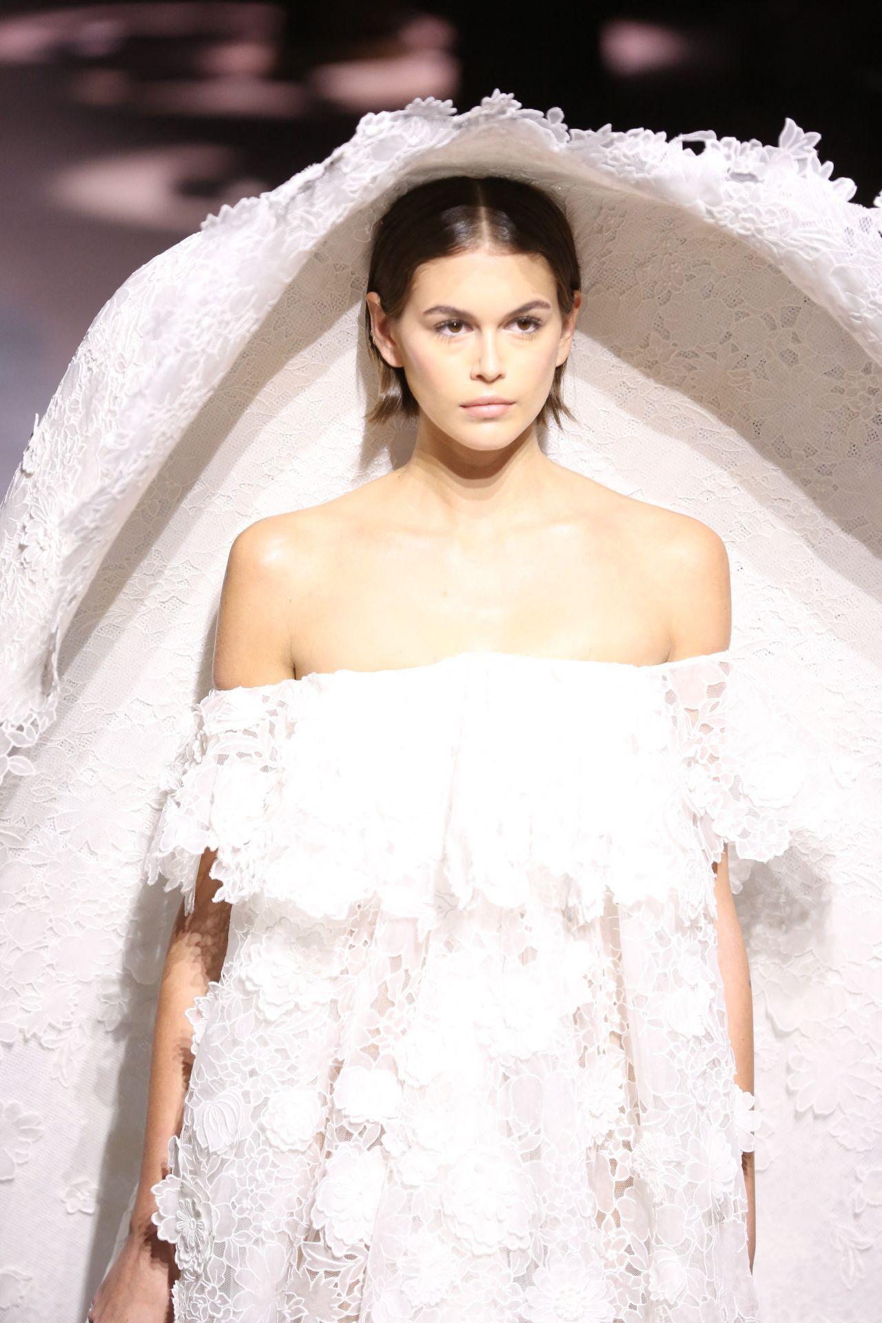 凯亚·葛伯(Kaia Gerber)-巴黎纪梵希(Givenchy)高级定制时装秀202
