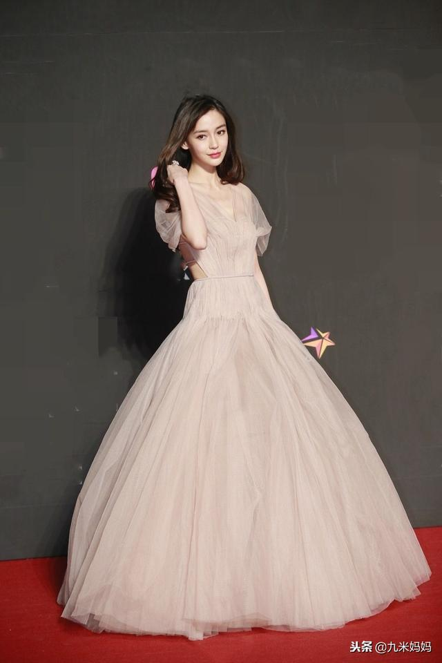 shunvmama_mama香港站,杨颖颜值碾压韩星,有网友却说她赢在礼服上!