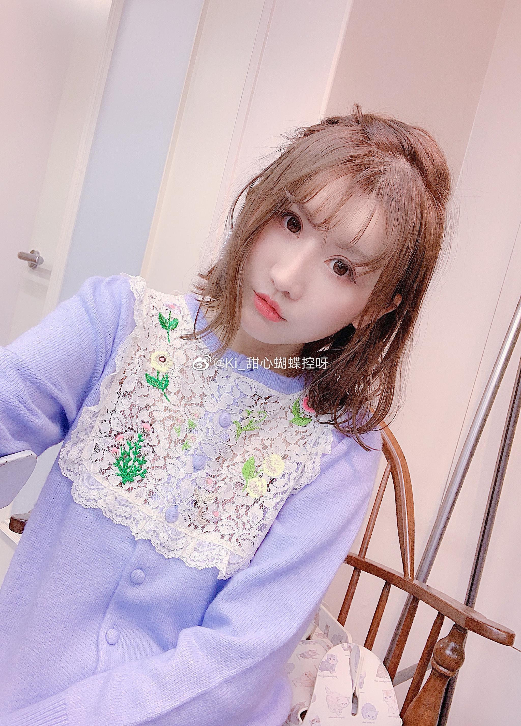 三款好看的开衫这个精致的蕾丝边刺绣开衫之前米色已经觉得很好