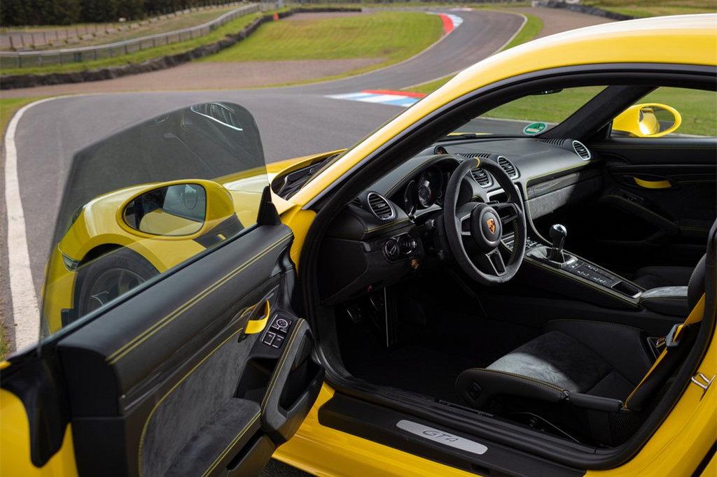 自然吸气捍卫者!实拍新一代718 Cayman GT4