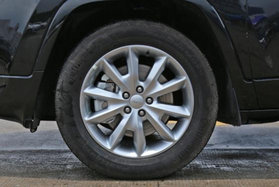 Jeep汽车厚道了!它从20.98万降到15.98万 重1.8吨油耗8.1L 配9AT