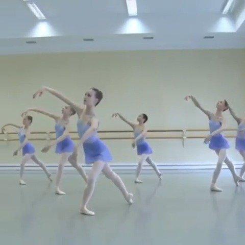 """C位精灵!别人的""""三长一小""""瓦冈诺娃芭蕾舞学院"""