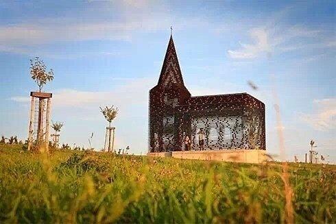 比利时的透明教堂,仿佛还能听到空灵般的声音。