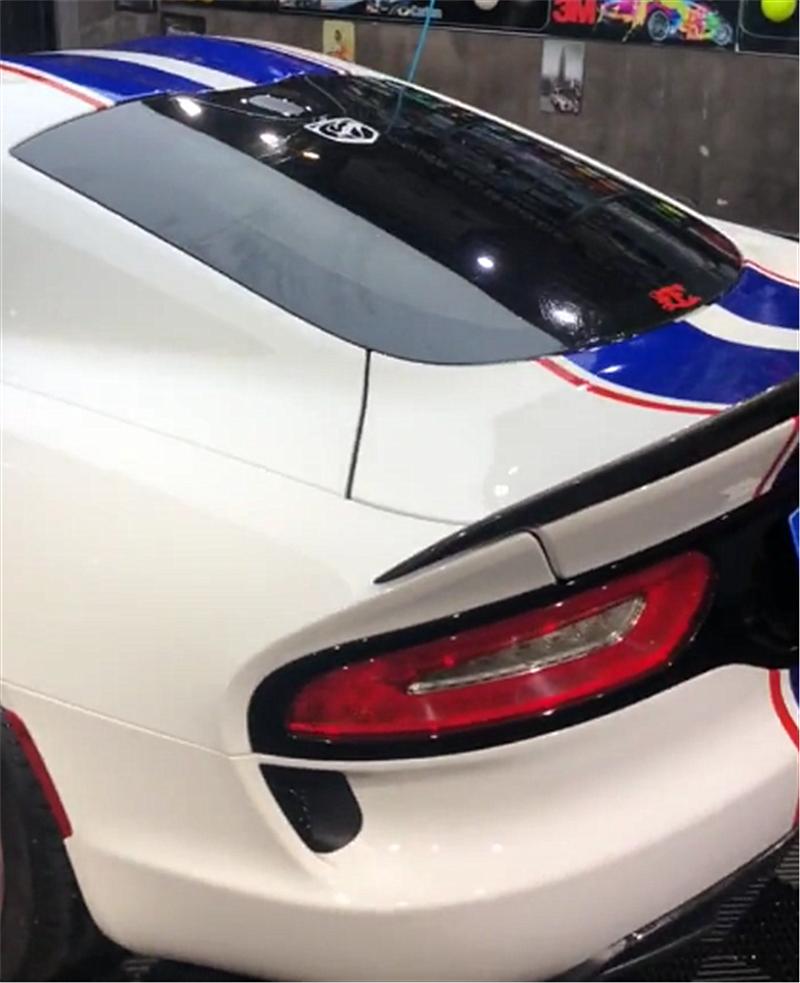 道奇蝰蛇SRT,配阿斯顿马丁同款引擎盖,一天租金是劳斯的4倍