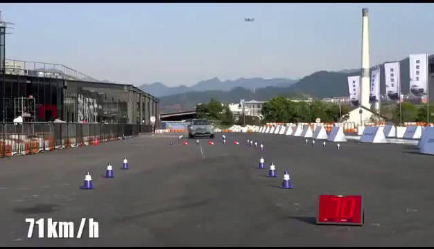 一汽丰田RAV4国内厂家麋鹿测试,与之前外媒测试结果不同。此前