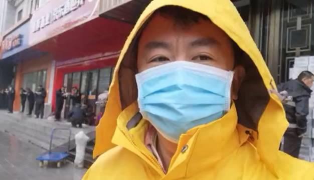 都市条形码记者张志军在武汉传回的报道:今天中午12:30