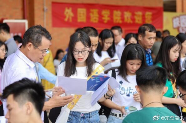 广东科技学院松山湖校区迎来首批新生,新校区可容纳2.5万人