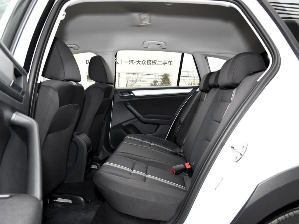 十分厚道的大众车,低配就有全景天窗,报价9万买吗?