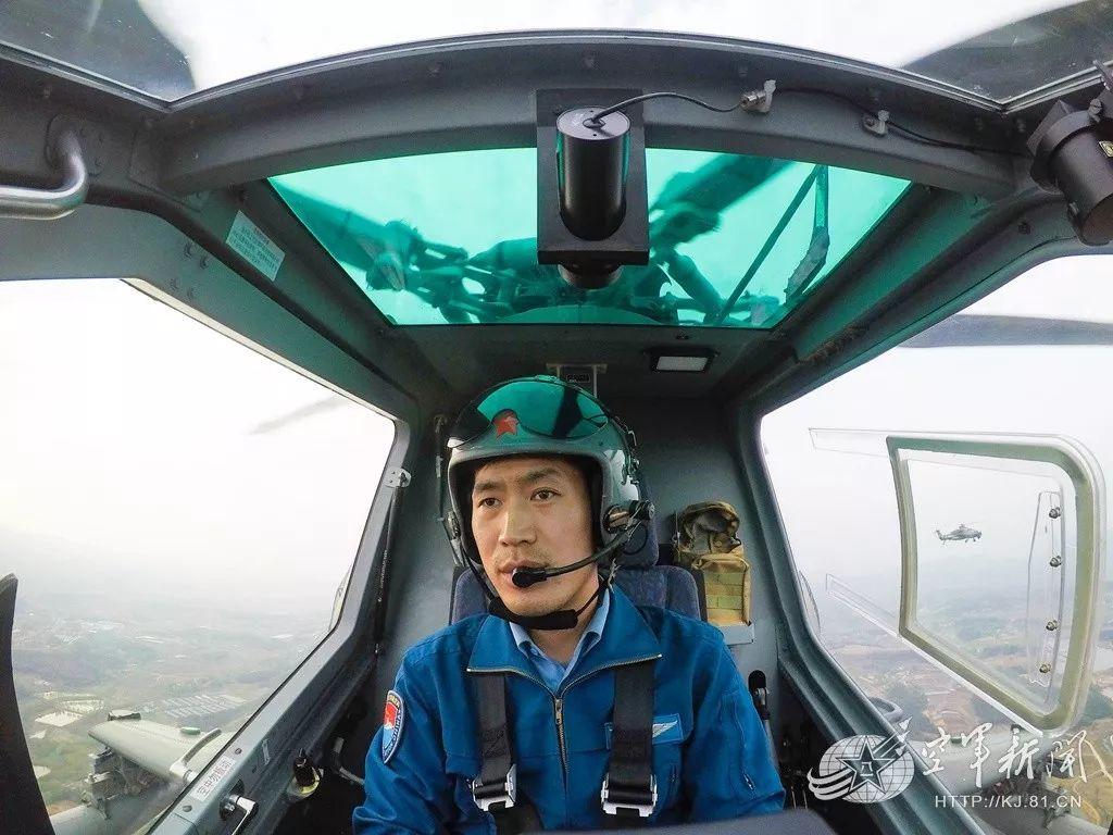 空降兵某空中突击旅组织多型武装直升机在大别山腹地开展多场次、高强