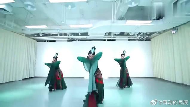 《踏春》民族舞蹈,舞姿曼妙!