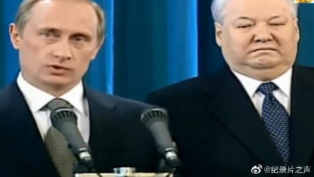 2000年,普京手按宪法宣誓就职,临危受命,出任俄罗斯总统