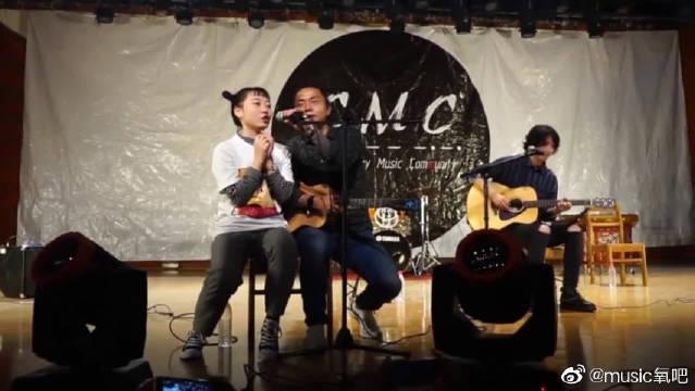 西南交大学生与痛仰乐队现场合唱《为你唱首歌》