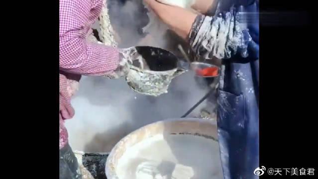 老大爷纯手工制作红薯粉,无任何添加剂,一个冬天能赚好几万