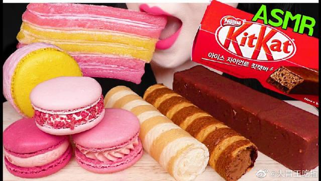JANE也很爱吃甜的啊!粉色的马卡龙也是很有少女心啦