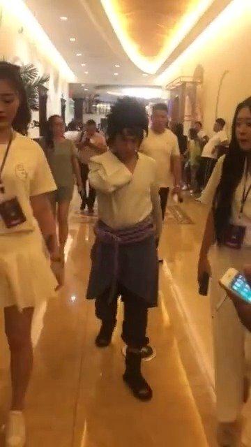浪子吴迪参加巴扎黑婚礼活动,这身装扮是至尊宝还是那什么郎啊?