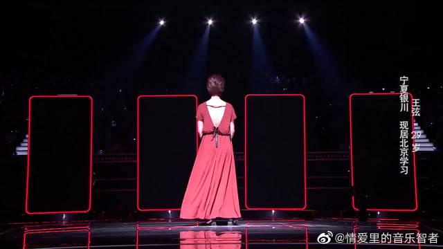 90后女北京姑娘深情翻唱《她她她》,沙哑的嗓音,配合着真挚的歌词
