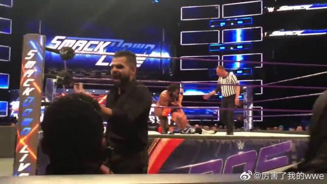 美摔角WWE印度大肌霸金德马哈尔耍诈,被AJ斯泰尔斯暴打现场版!