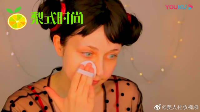妹子化妆成中国娃娃,妆后可爱搞怪,好喜欢啊!