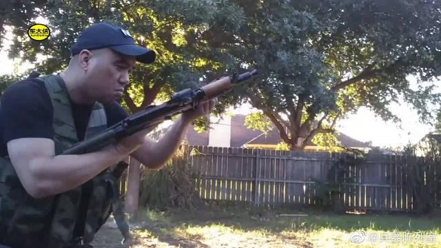 AKS-74U突击步枪快速更换弹匣,老外在这里演示了几遍