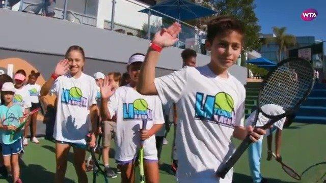 美国球员吉布斯与WTA名宿施莱弗共同宣传推广First Break项目