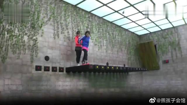 黄嘉千石桥密室,被吓到语无伦次,这都是说的什么啊
