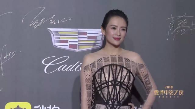 章子怡2019微博电影之夜红毯造型,身材纤细 ,现在都是新宝妈了!