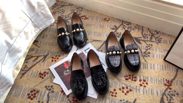 小皮鞋的乐福鞋来喽,厚底很推荐哦,鞋底很轻不会重