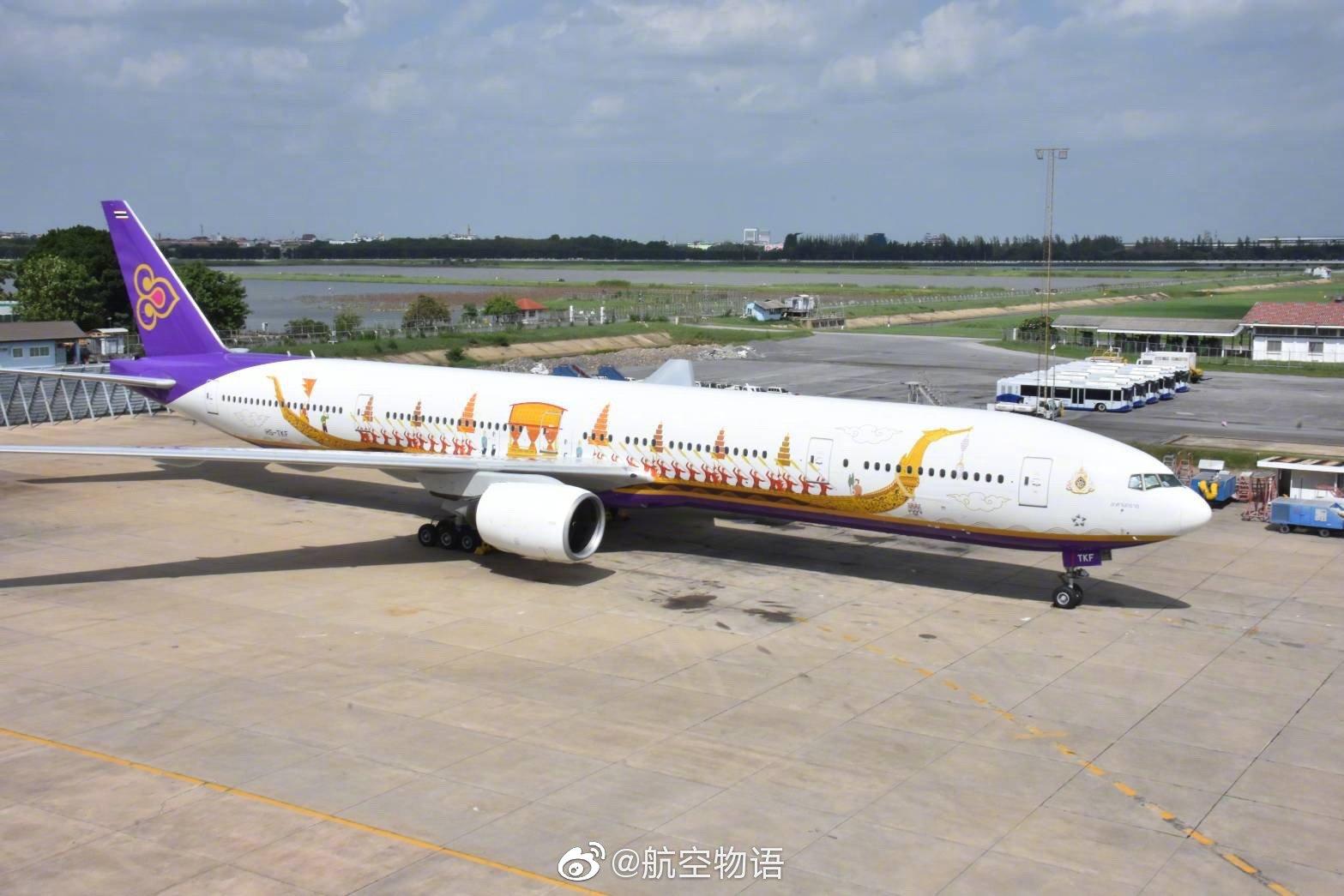 泰国航空推出一架新龙舟彩绘飞机。波音777(机号TS-TKF)