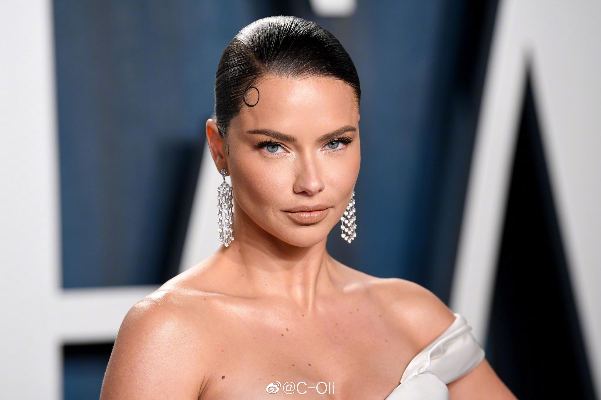 Vanity Fair Oscar Party 2020  ||  Adriana Lima也没有缺席今年的名