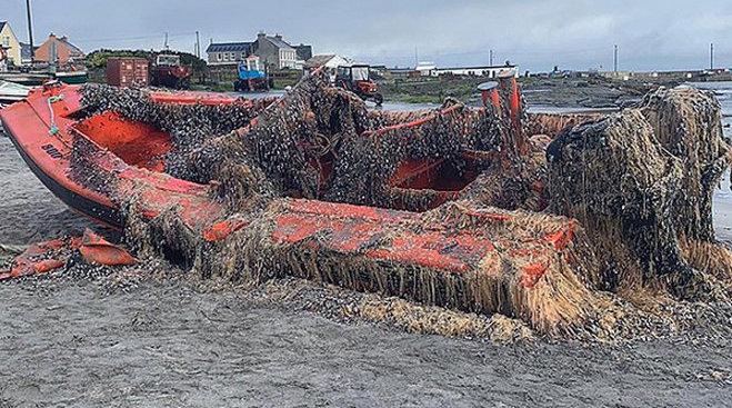 近日,爱尔兰海岸戈尔韦湾附近发现一艘船,据调查