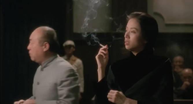 在法庭上处乱不惊,抽烟都如此销魂,果真是霸气侧漏!爱了!
