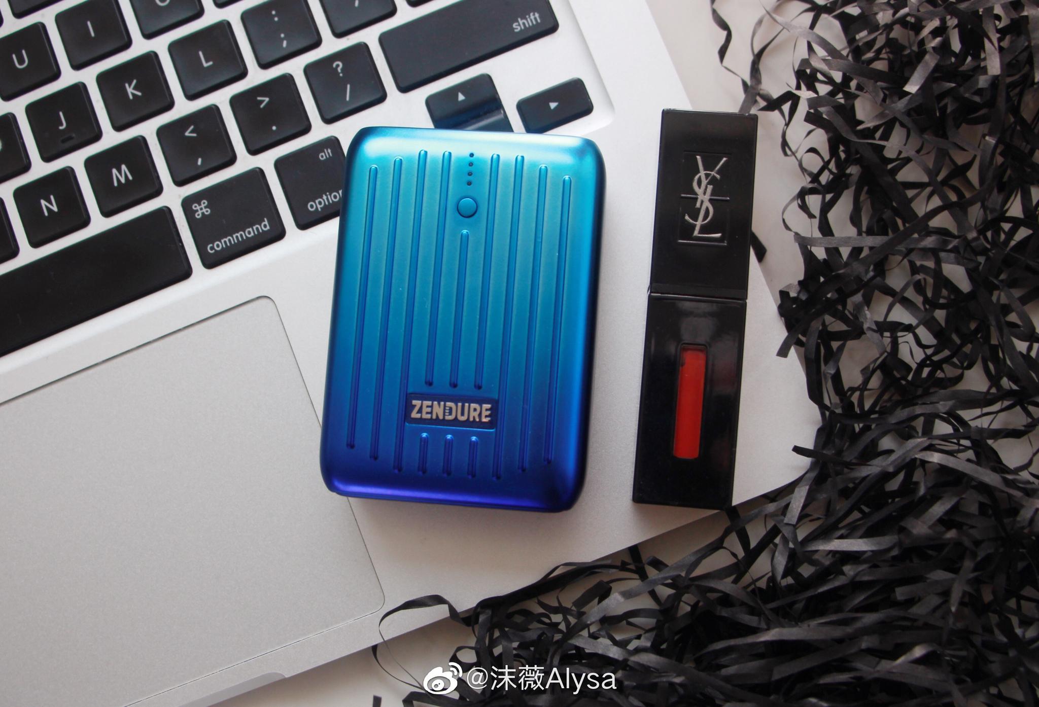 家の新品SuperMini充电宝10000mAh比我的口红还小,还支持快充