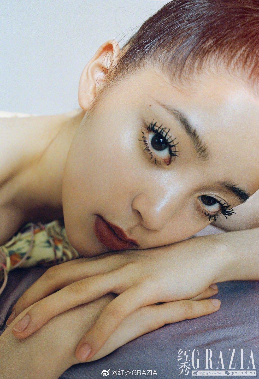 欧阳娜娜《红秀GRAZIA》最新封面 苍蝇腿睫毛人生不设限尝试不同