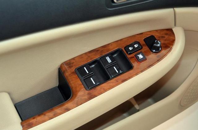 比亚迪F6实用性十足,很多人喜欢,品牌品质于一身