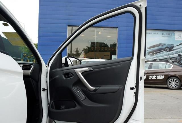 标致301是众多车辆品牌里的领导者,高端和大气兼备