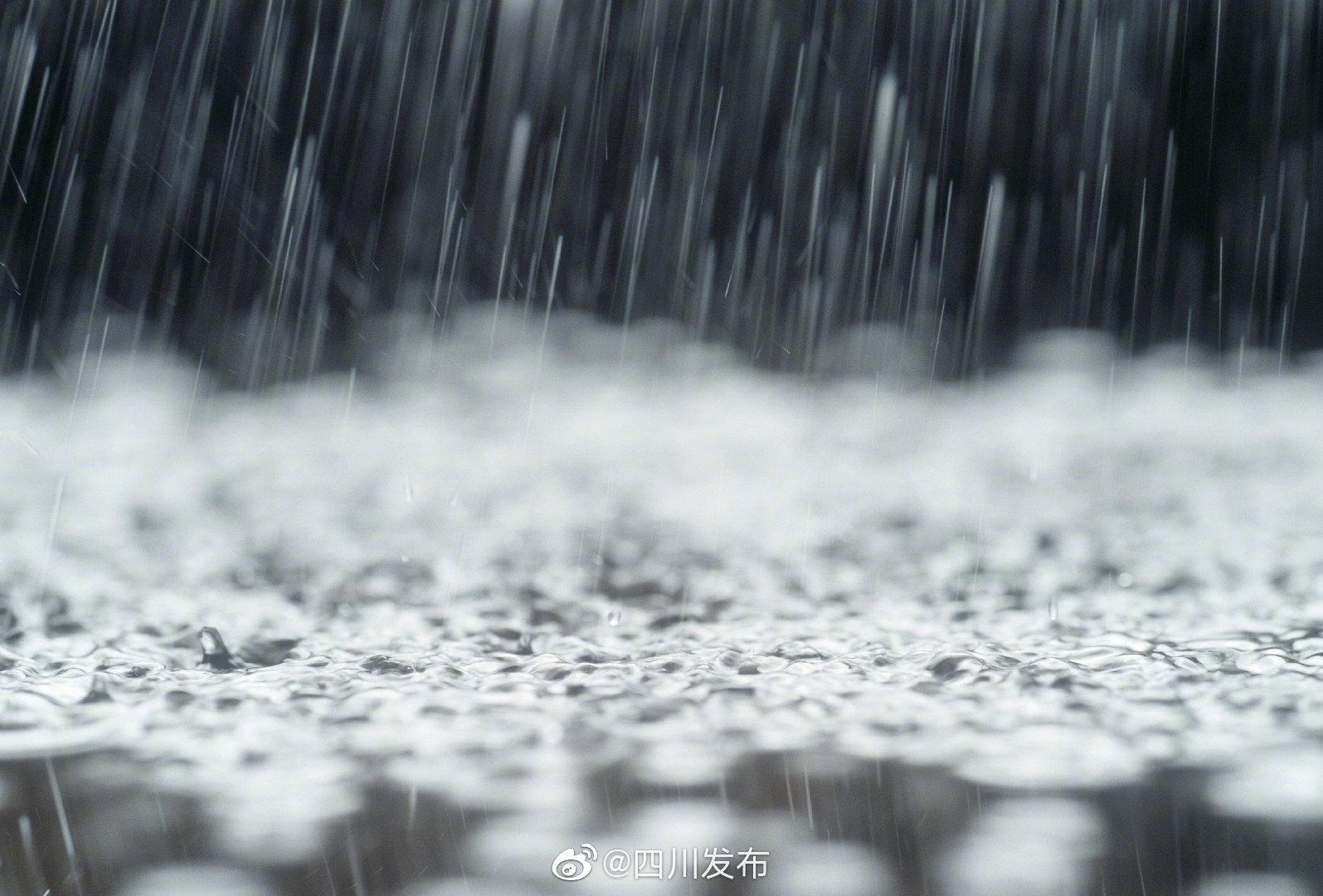 受暴雨影响 万源至达州方向多趟列车晚点