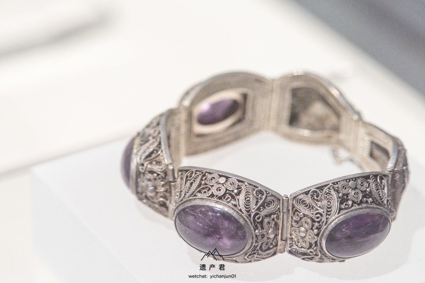 广州十三行博物馆藏· 清代银錾花卉纹嵌紫水晶手链