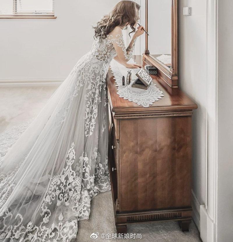 烟熏冷色系礼服 – 雾感滤镜打造史上最梦幻婚纱颜色潮流