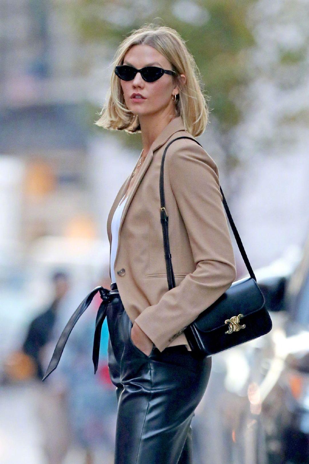 Karlie Kloss 纽约街拍,K姐皮裤look好飒啊~