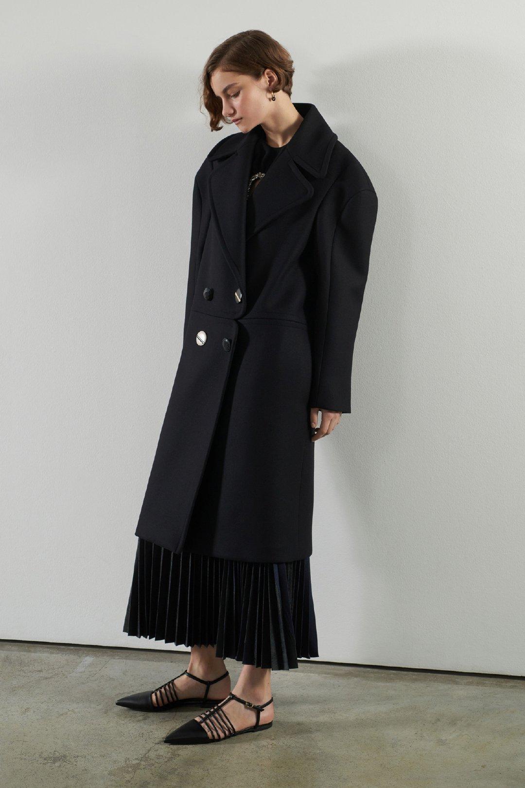 Stella McCartney 2020早秋系列厚重宽松的大轮廓因为高级质感的面料