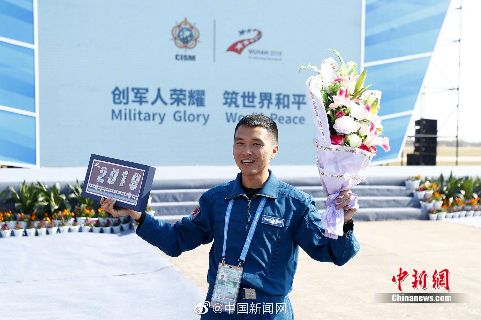 再添一金!廖伟华夺空军五项低空三角导航飞行项目金牌