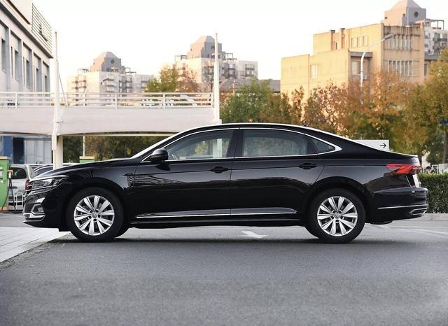 车长近5米德系大牌,新款上市销量猛增,17万买它比迈腾更有面