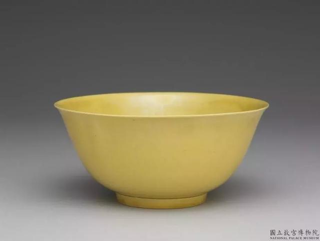 好可爱的小黄碗~清 康熙 黄釉碗
