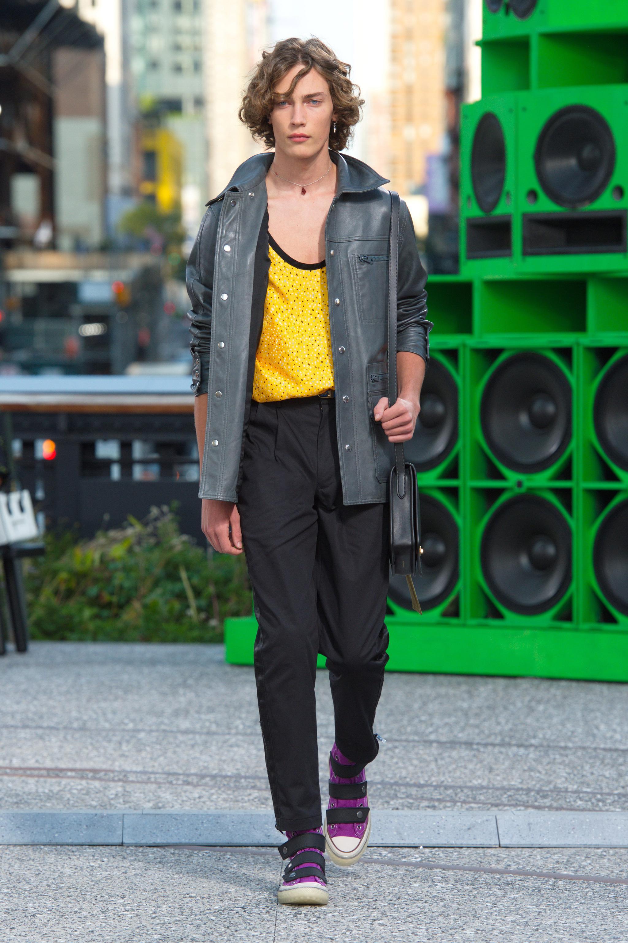 9月10日,@Coach蔻驰 在纽约推出了2020全新春夏高级服饰系列