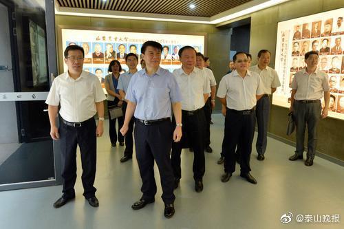 崔洪刚走访山东农业大学、泰山学院附属中学 向全市广大教师致以节日