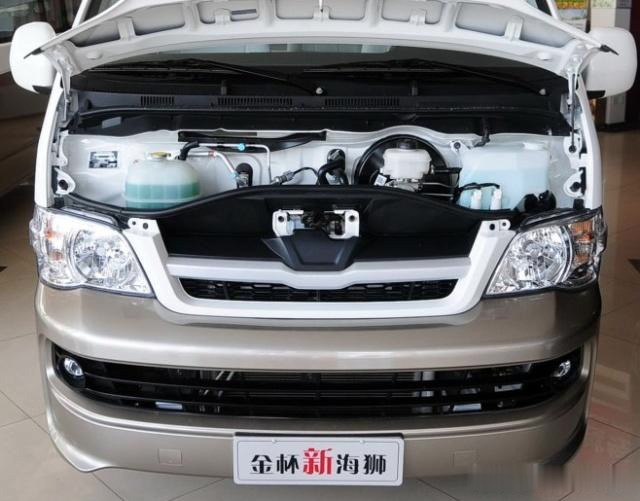 """5座3.7万""""对比""""五菱宏光,采用了丰田霸道的动力总成,2.7排量"""