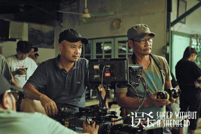 由陈思诚监制,柯汶利执导的悬疑犯罪电影《误杀》曝光幕后工作照