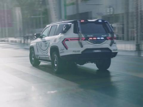 莱肯公司打造的迪拜警车,车长5米7配对开门,拥有人脸识别系统